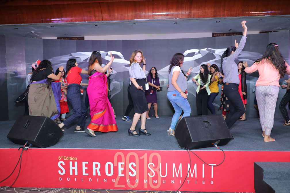 dance by audience at sheroes summit mumbai 2018