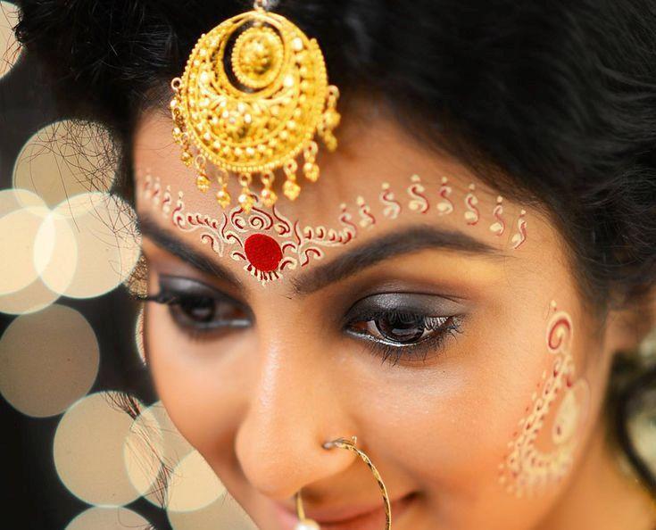 Bengali bride with Chandan and bindi
