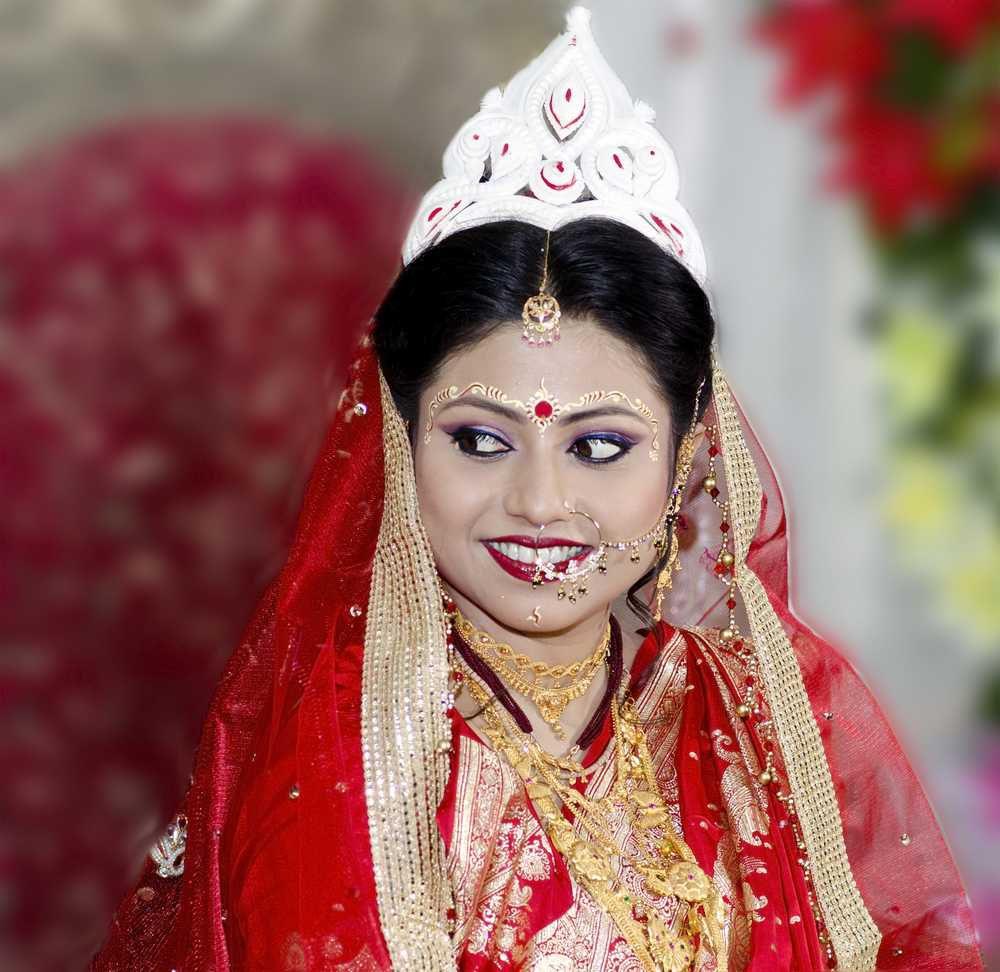 benarasi saree on a bengali bride