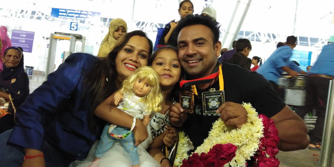 dharini with her family while receiving award
