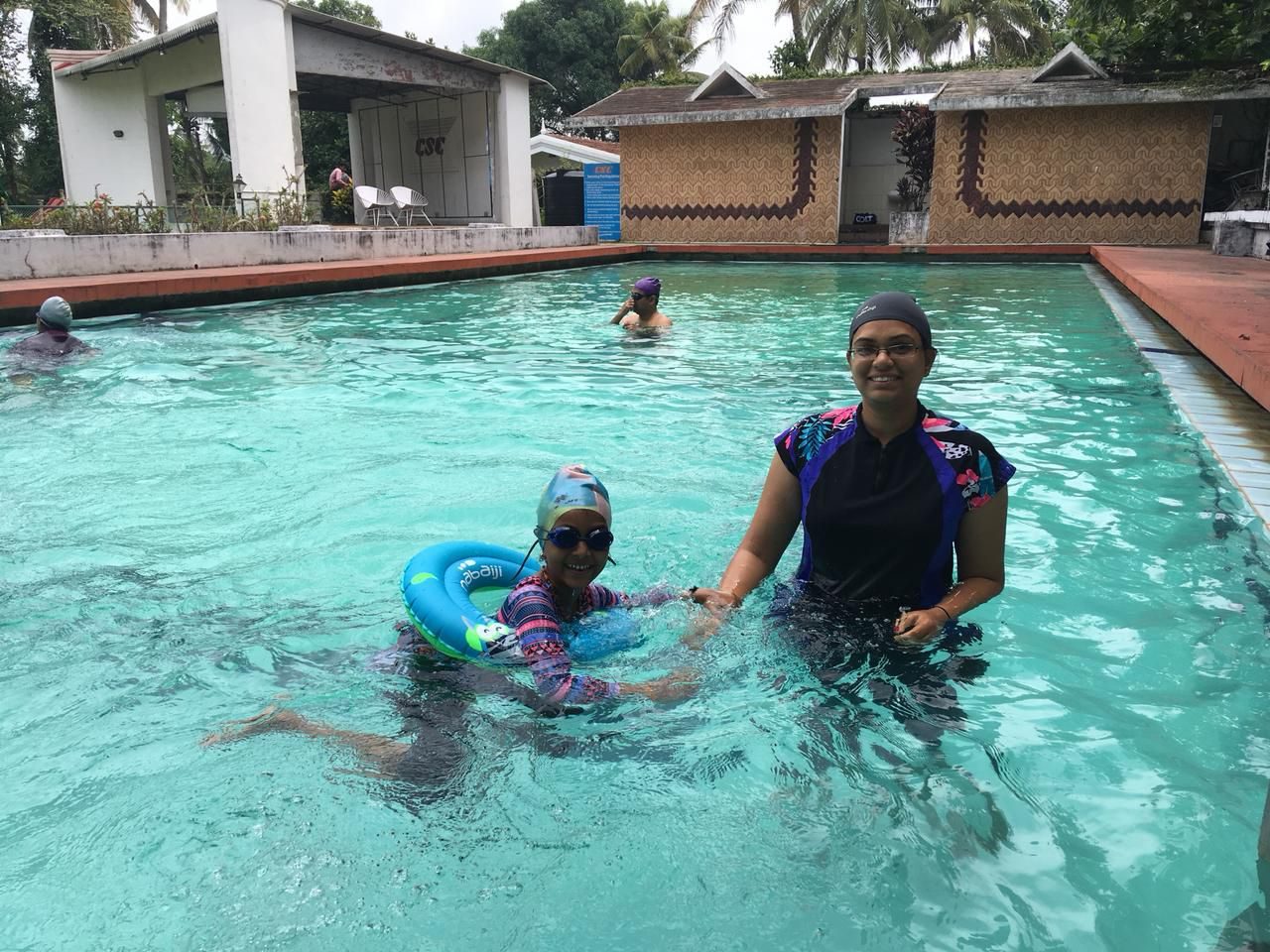 nandita playing with her daughter in swimming pool