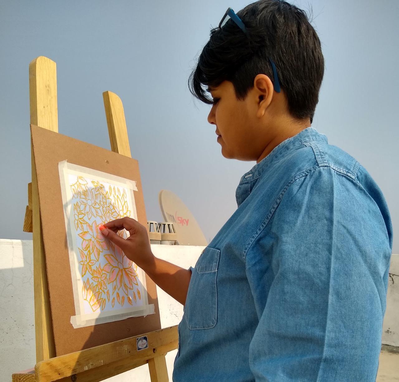 sana doing pastel painting