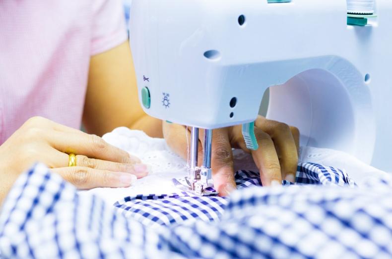 use mini sewing machine
