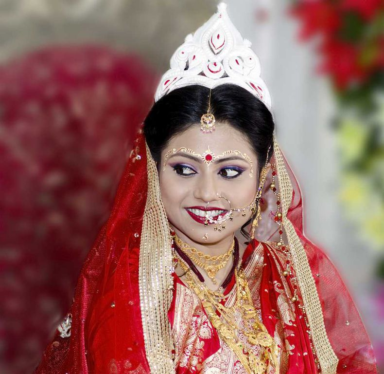 6 Essentials Of A Bengali Bride's Perfect Marriage Get-up!